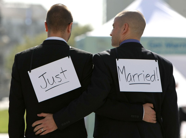 Gay marriage makes history in France