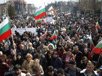 Protesters in Bulgaria force government to resign
