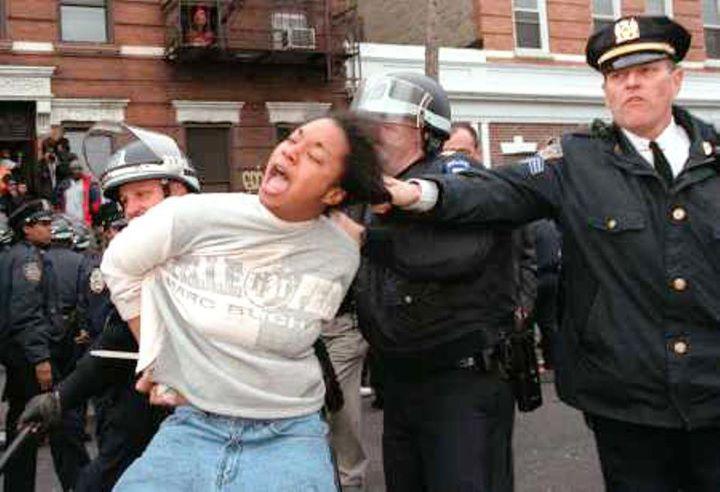 cop-pulling-womans-hair