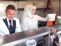 Turkish couple feed thousands on their wedding day